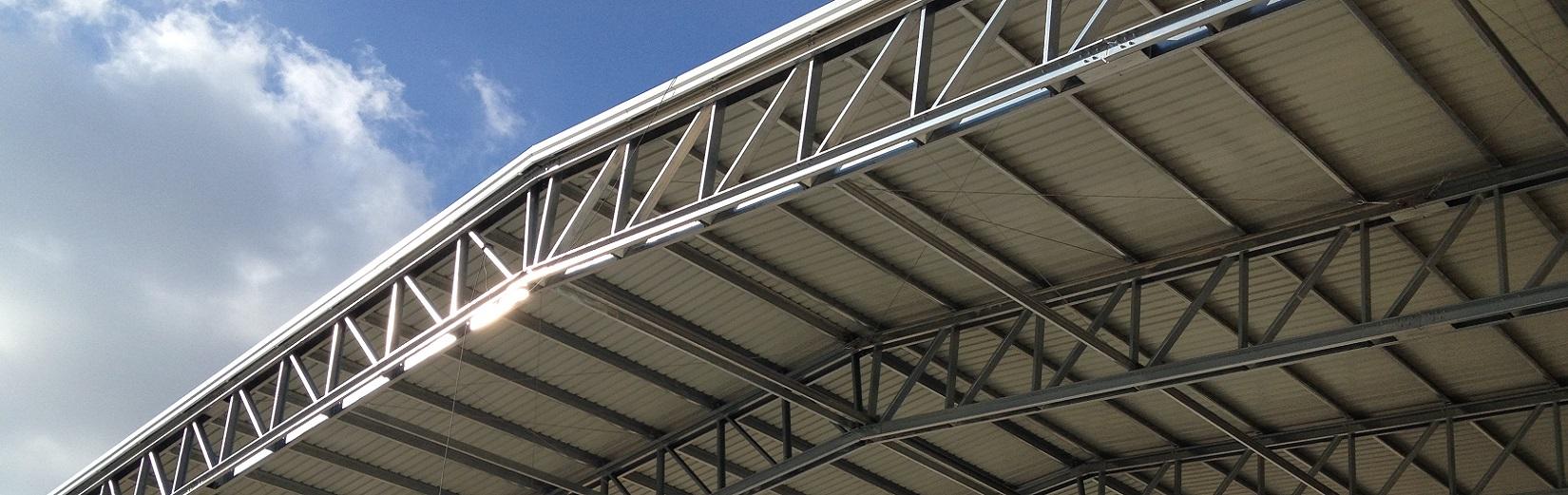 Bâtiments industriels avec structure métallique. Unité de production, plateforme logistique...