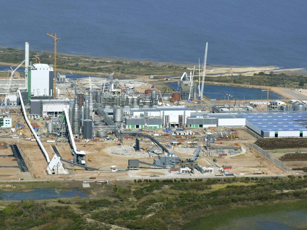 Naves industriales para planta industrial de celulosa