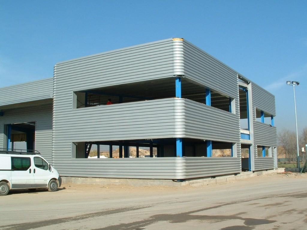 Centro logístico con núcleo de oficinas