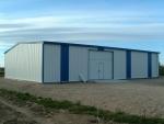 Nave almacén agrícola ECORAPID. Estructura metálica modular de acero y fachadas en chapa - Nave en terreno rústico, sin apenas cimentación.