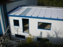 Oficina ECORAPID prefabricada. Entreplanta de 380 m2 en Badalona (Barcelona). Aislante panel sándwich