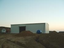 Sencilla nave modular prefabricada. Estructura metálica ECORAPID y sándwich in situ. Huesca. 300 m2