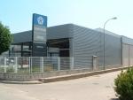 Nave concesionario ECORAPID con fachada metálica - Cerramiento combinado de chapa y cristal