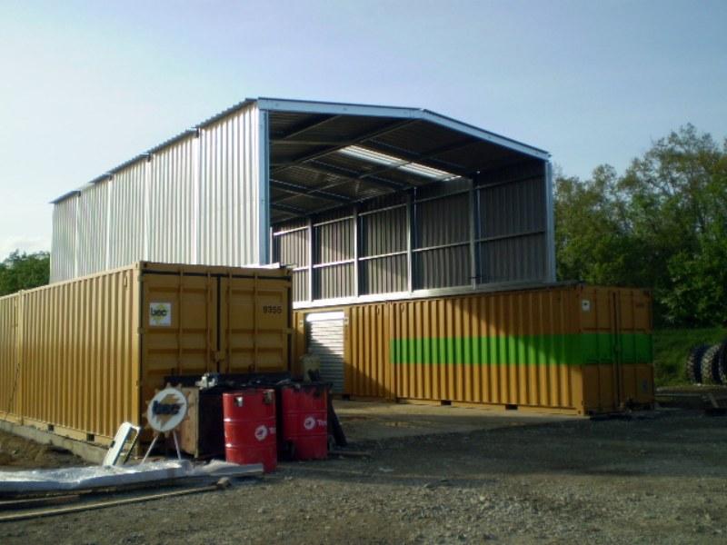 Construcción de tinglado plegable PLENAVE sobre contenedores marítimos