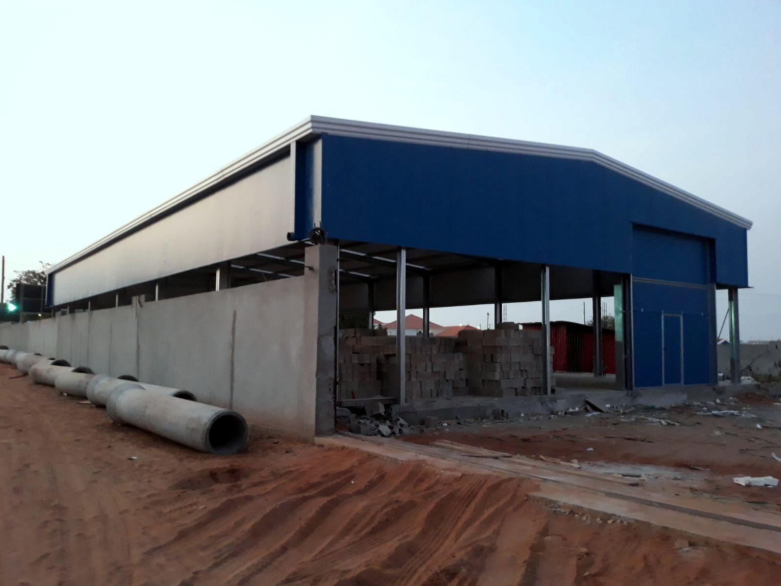 Entrepôt métallique préfabriqué